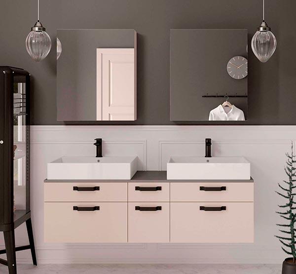 Smukke badskabe i herskabelige omgivelser, til en god pris, fra Vordingborg Køkkenet